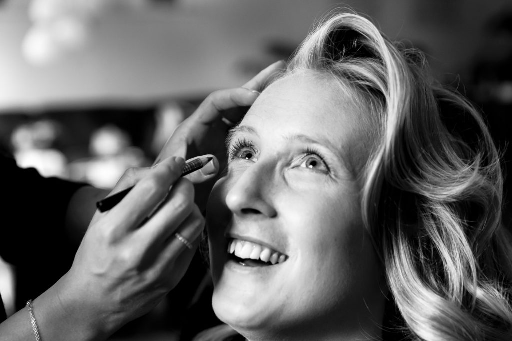 Bruid en make-up Trouwfotograaf Hoofddorp