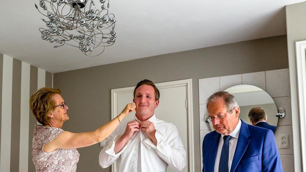 Trouwen in Noordwijk aankleding bruidegom