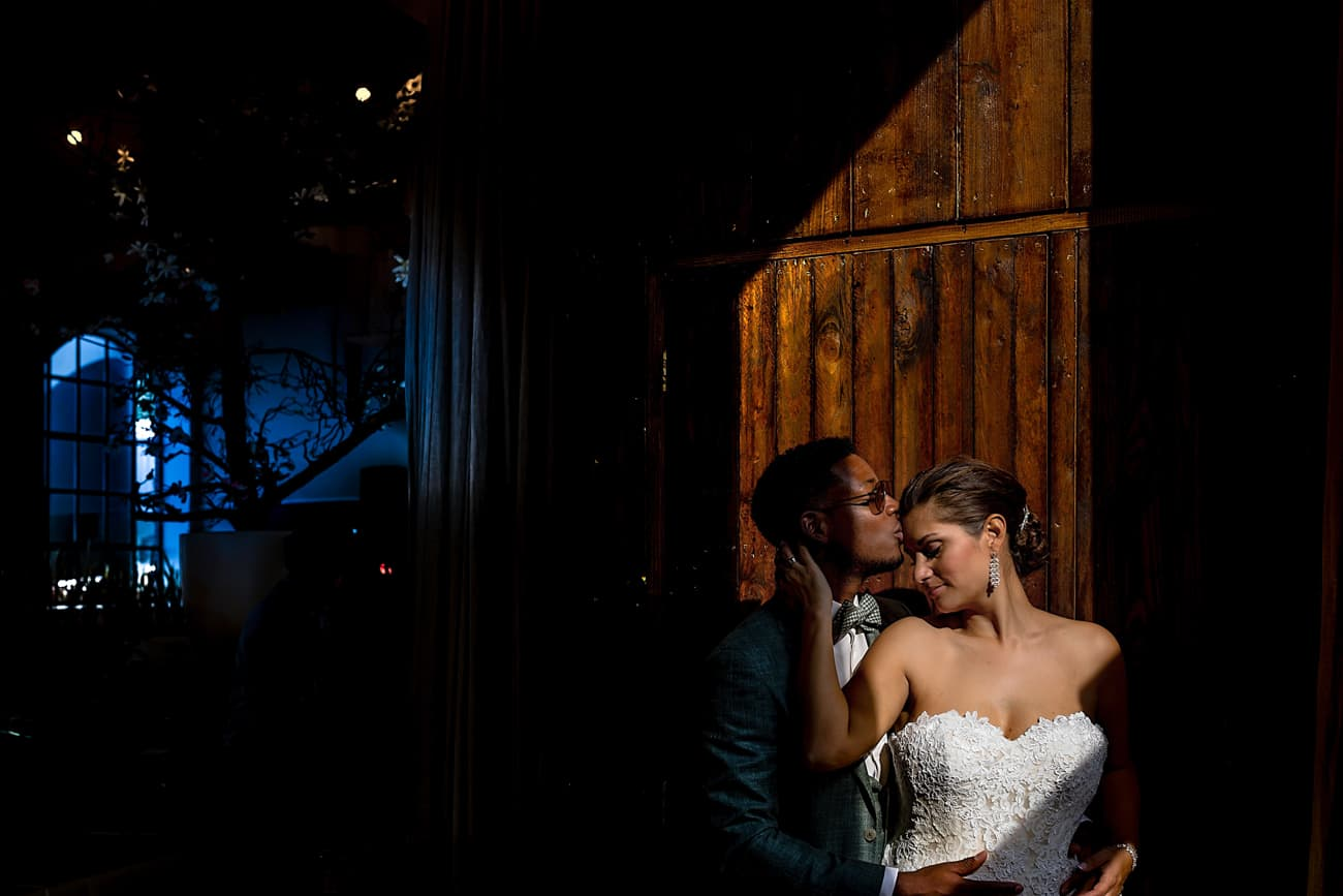Natuurlijk licht trouwfoto
